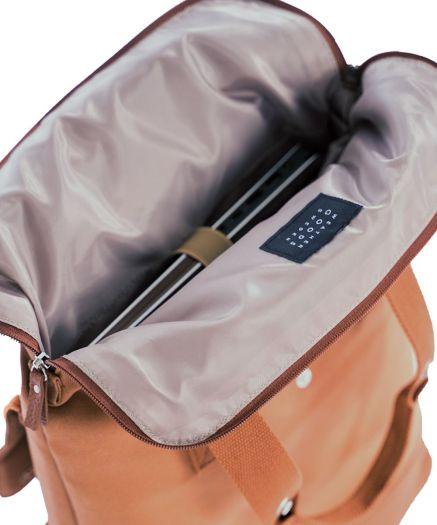 photo sur fond blanc sac à dos porte bagage weather good sweden intérieur du sac avec pc